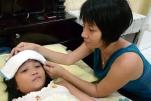 Cách Chăm sóc trẻ bị sốt xuất huyết tại nhà