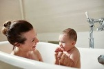 Bệnh nhân Sốt xuất huyết có được tắm không? và cách chăm sóc