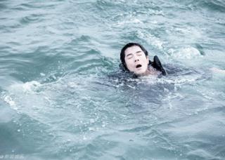 Ảnh 2 của Suýt chết đuối