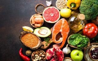 Cần hạn chế và tránh những thực phẩm có tính axit như thế nào?