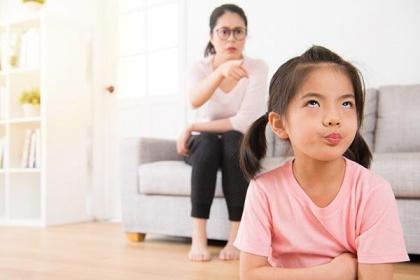Trẻ tự kỷ hay la hét cha mẹ cần làm gì?