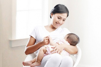 Phụ nữ đang cho con bú có thể tiêm vắc-xin sởi không?
