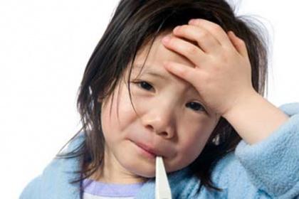 Vì sao trẻ bị đau đầu, buồn nôn, lạnh người?
