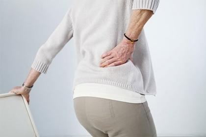 Nguyên nhân Đau lưng ở người lớn tuổi