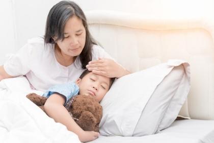 Hướng dẫn bố mẹ theo dõi phản ứng sau tiêm chủng ở trẻ em