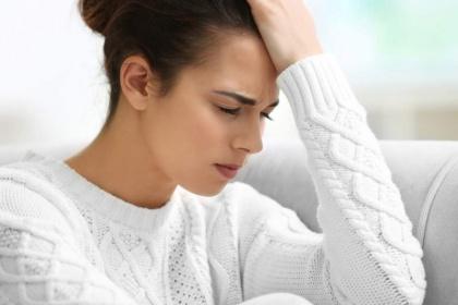 Đau đầu là bệnh gì? khi nào nên đi khám?