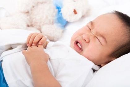 Điều trị dị tật còn ổ nhớp lộ ngoài ở trẻ