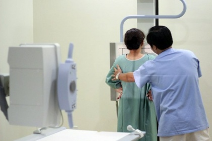 Khám sàng lọc ung thư vú bao gồm những gì?