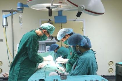 Điều trị ung thư vú bằng cách cắt bỏ vú và vét hạch nách