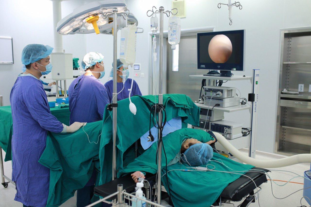 Cắt tử cung hoàn toàn qua nội soi - Thời gian hồi phục nhanh, không để lại sẹo xấu tr - ảnh 2
