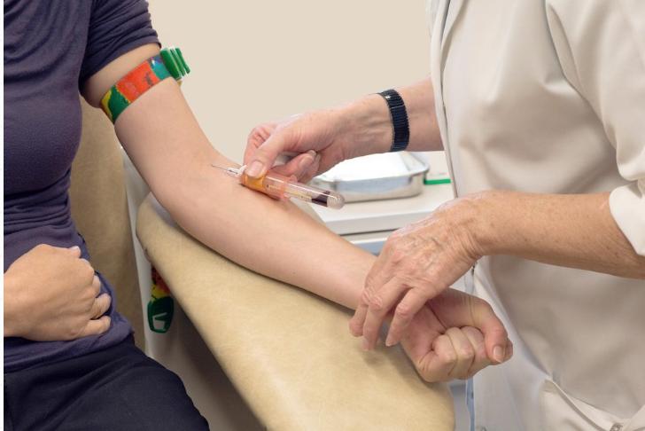 Phụ nữ 30 tuổi khám sức khỏe tổng quát cần kiểm tra những gì? - ảnh 2