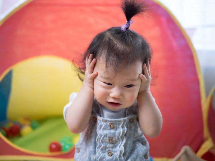 8 dấu hiệu nhận biết bệnh viêm tai giữa ở trẻ em - ảnh 1