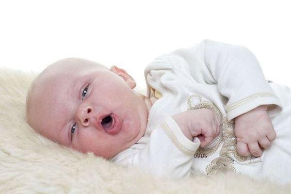 Trẻ bị viêm họng sốt mấy ngày thì nên đưa đi viện? - ảnh 1