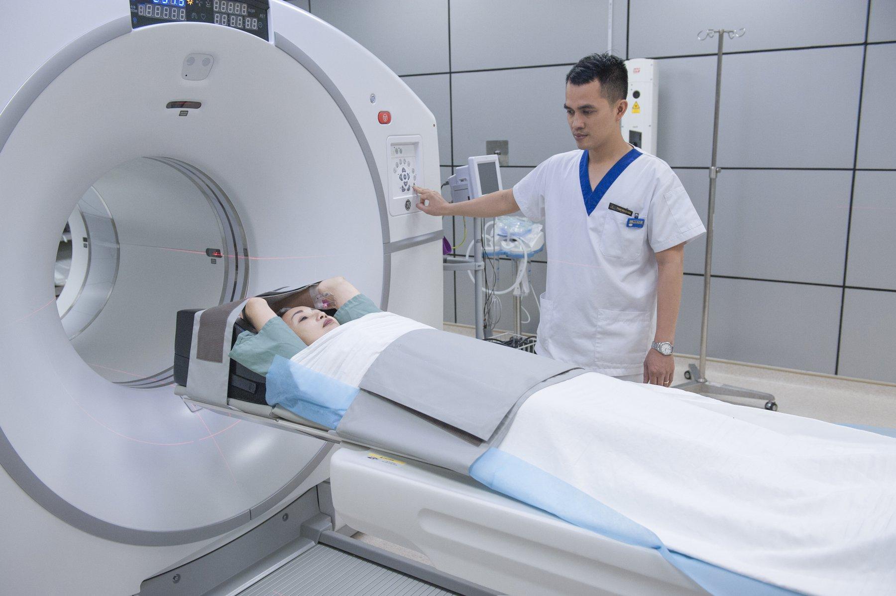 Chụp CT là gì? Trường hợp nào cần tiêm thuốc cản quang? - ảnh 2