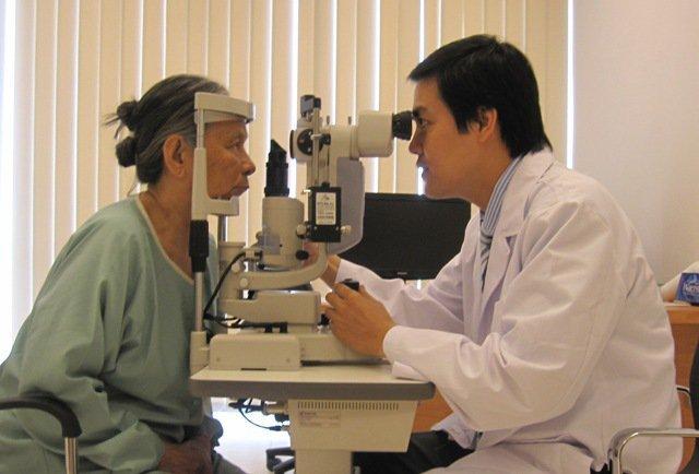 Bệnh đục thủy tinh thể có thể gây mù lòa - Cần phát hiện sớm để điều trị - ảnh 2