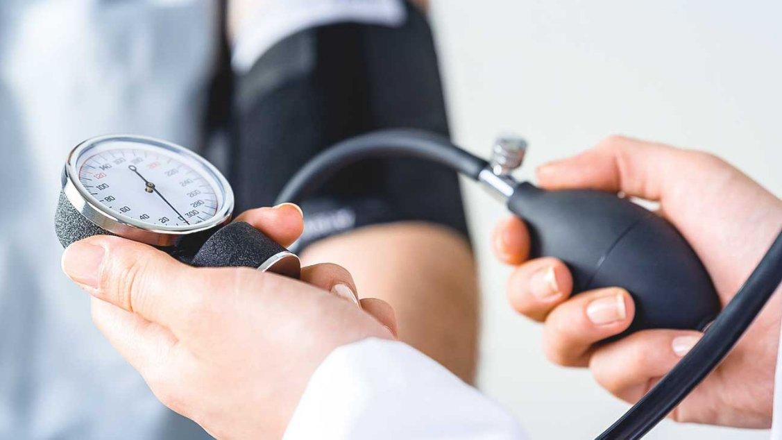 Huyết áp thấp tư thế là gì? Nguyên nhân, biểu hiện, biến chứng và cách phòng ngừa - ảnh 2