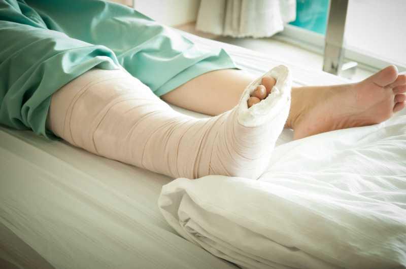 Gãy xương có biến chứng nguy hiểm nếu không điều trị sớm - ảnh 4