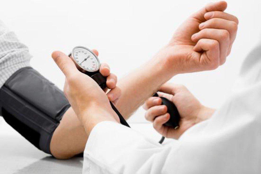 Điều trị suy tim dùng thuốc và không dùng thuốc theo từng giai đoạn bệnh - ảnh 1
