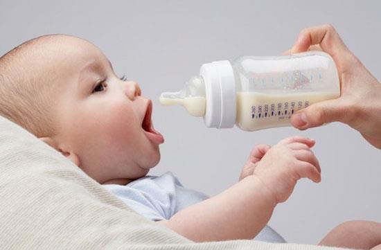 Chẩn đoán và điều trị trào ngược dạ dày ở trẻ sơ sinh - ảnh 2