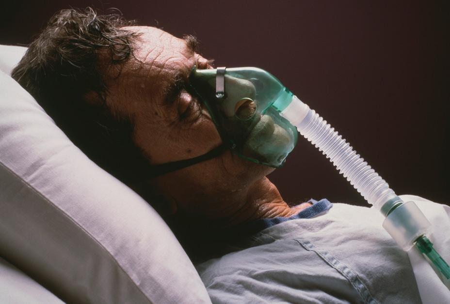 Phẫu thuật cắt thực quản nội soi qua khe hoành điều trị ung thư thực quản - ảnh 2