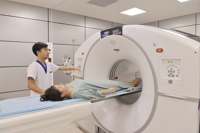 Quy trình chụp cắt lớp vi tính tai xương đá không tiêm thuốc đối quang theo mặt phẳng - ảnh 2