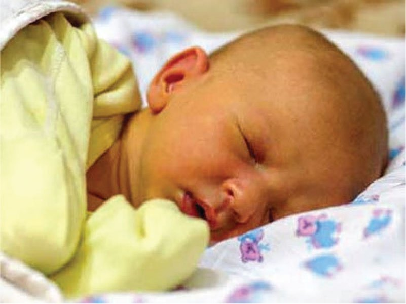 Điều gì có thể xảy ra trong và sau khi trẻ được chiếu đèn điều trị vàng da? - ảnh 1